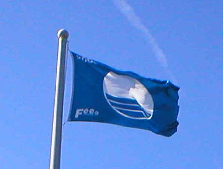 голубой флаг пляж